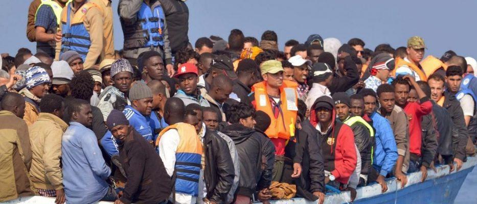 barcone soccorso e 90 migranti sbarcati a lampedusa