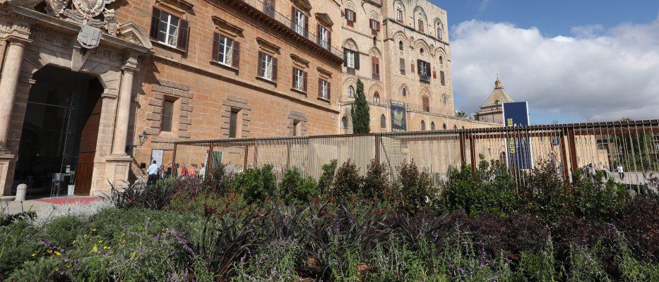 piazza del parlamento si colora di verde nasce il giardino culturale dinamico