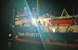 sea watch carola è libera orlando esulta salvini furioso