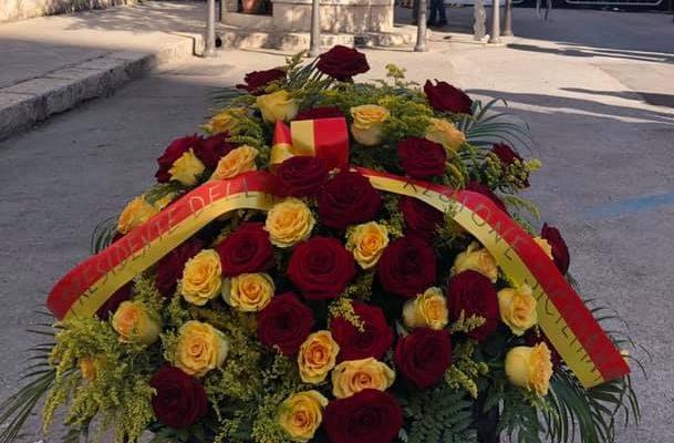È il giorno del ricordo di Paolo Borsellino e della scorta. Cuscino di fiori in via D'Amelio