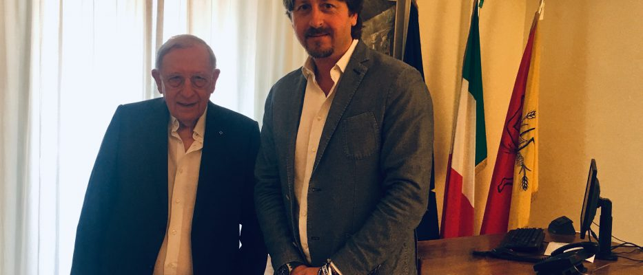 presidente di Federturismo Sicindustria, Giuseppe Cassarà, con l'assessore regionale al Turismo, Manlio Messina