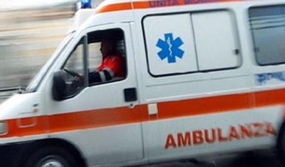 Investita da un pullman turistico, donna ferita gravemente a Palermo