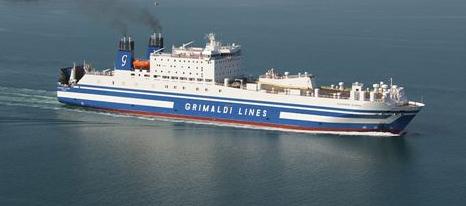 Fermi in mare tutta la notte sul traghetto della Grimaldi: paura per 250 passeggeri