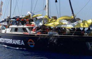 """""""Battaglia navale"""" a Lampedusa: tra migranti, ong e ministri è caos totale"""